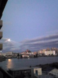 今日は月です